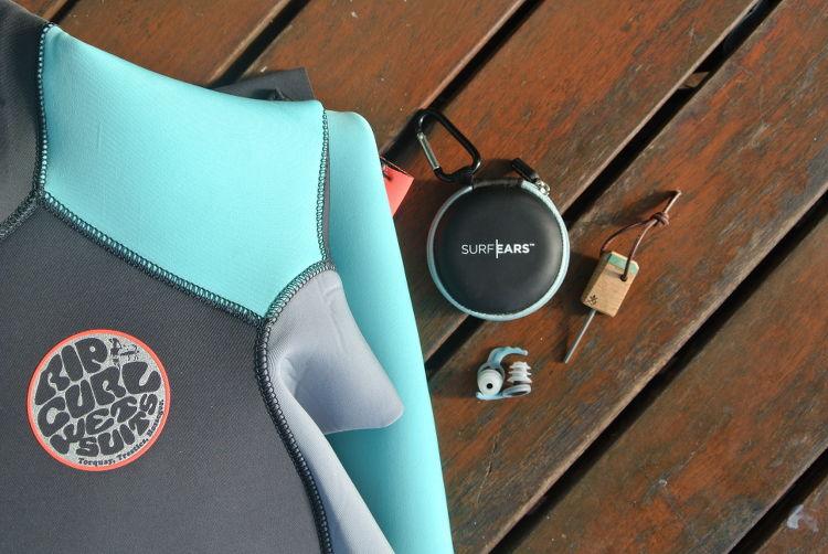 Packliste für deinen Surfurlaub : Neopren, Earplugs und Finnenschlüssel