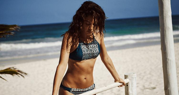 surf-bikini-protest-strand
