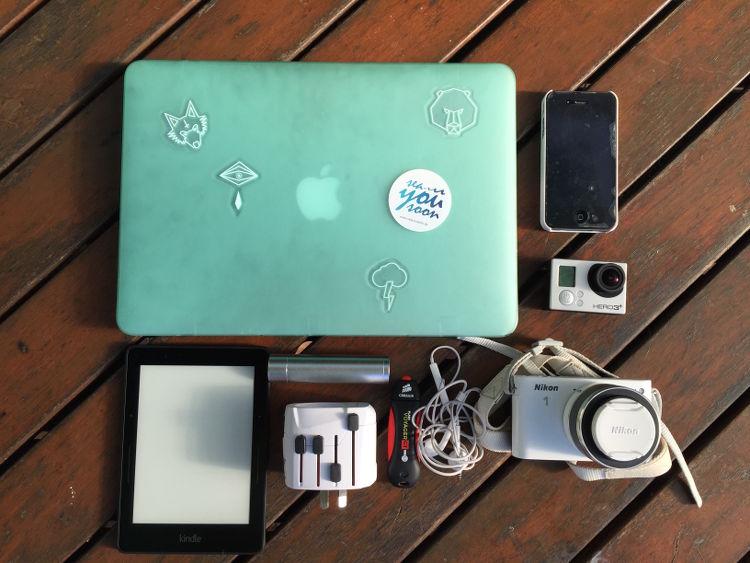 Packliste für deinen Surfurlaub : Macbook,Gopro,Handy,Kamera, Kindle, USB Stick, Weltstecker