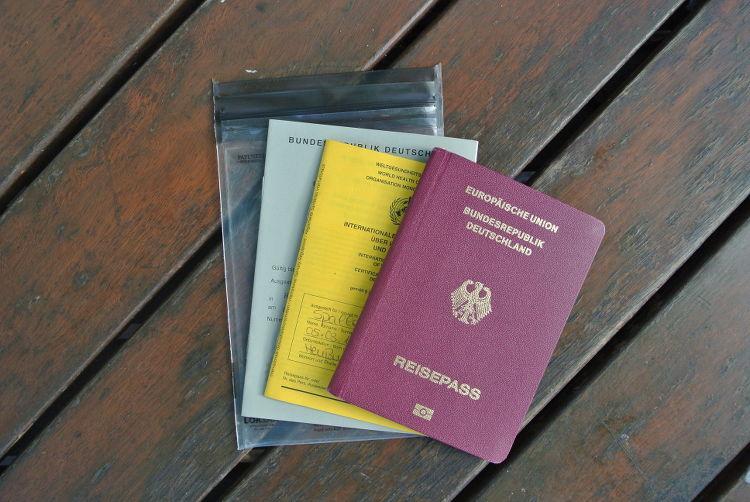 Packliste für deinen Surfurlaub : Pass, Impfpass, Führerschein