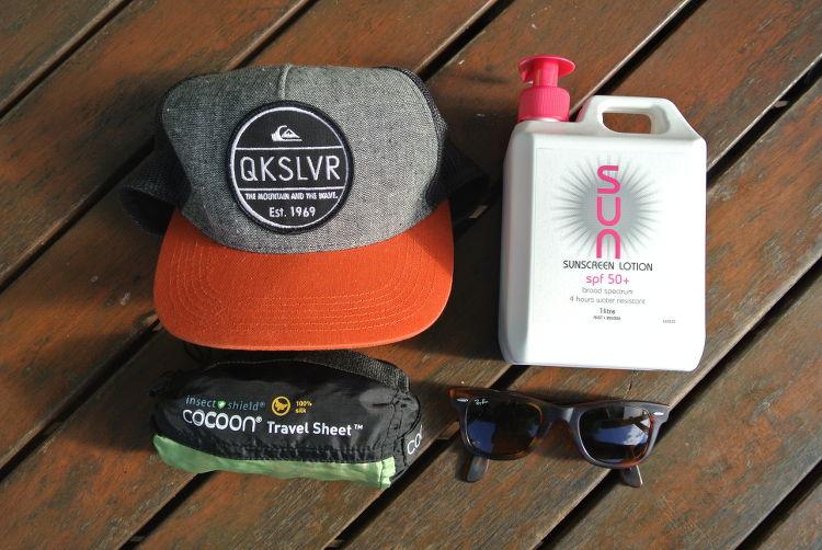 Packliste für deinen Surfurlaub : Sonnencreme, Sonnenbrille, Cap