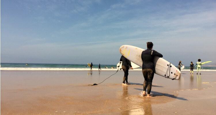 Fehler beim Surfen lernen: Die Leash hinter sich herziehen!