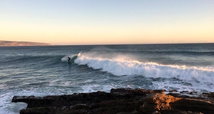 Fehler beim Surfen lernen: Sich beim Fallen nicht ausreichend zu schützen!