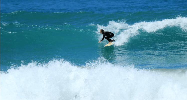 Frauen die Surfen - Interview mit Emilia Holstein -Surfen lernen