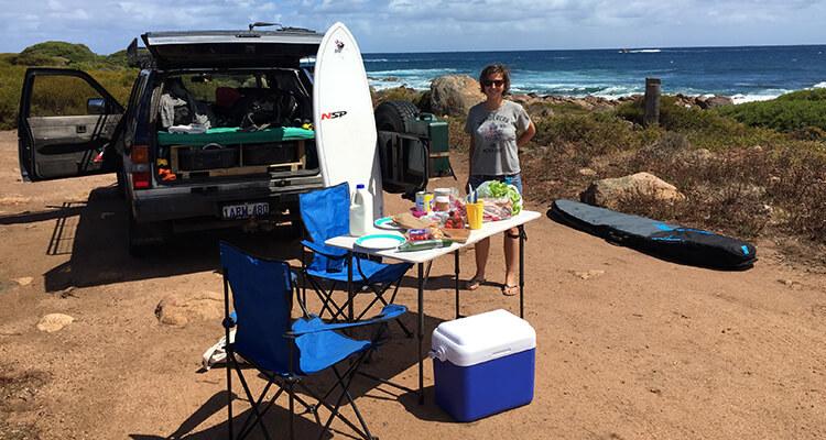 Was solltest du für einen Surfurlaub mit Bulli einpacken?